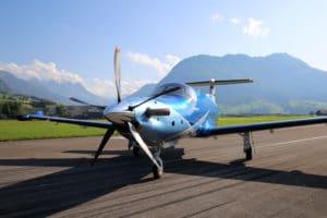 Nouveau jet privé Pilatus PC12 NGX au parking