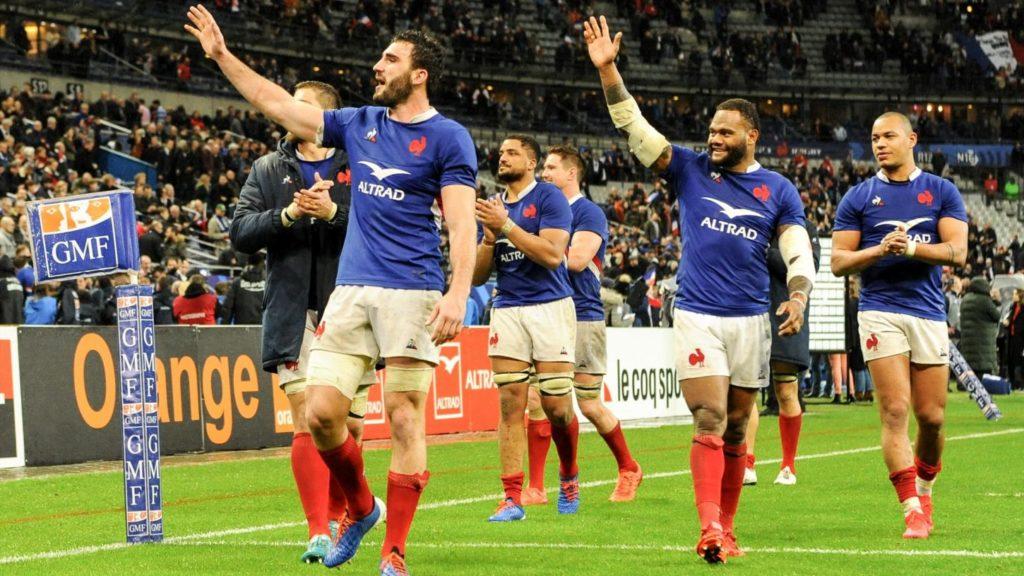 L'équipe de France de Rugby salue le public au Tournoi Des Six Nations