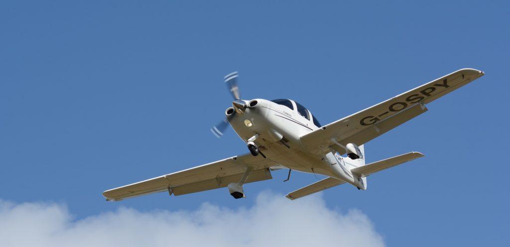 Cirrus SR22 en finale à l'atterrissage