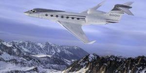 Le Gulfstream G500 vole au-dessus des montagnes enneigées